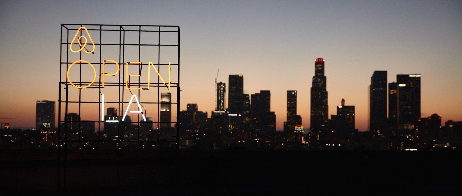https___press.atairbnb.com_app_uploads_2016_11_LA-OPEN_Elliott_Los-Angeles_20160603_0702-1600x900